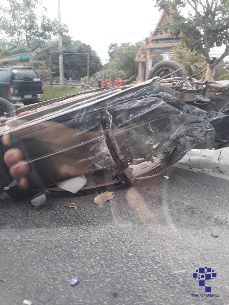 อาสาไทยยืนยัน Thai Reference สระแก้ว  เกิดอุบัติเหตุรถเก๋งข้ามเกาะชนรถตู้โดยสารเสียชีวิต 5 ราย บาดเจ็บ 3 ราย
