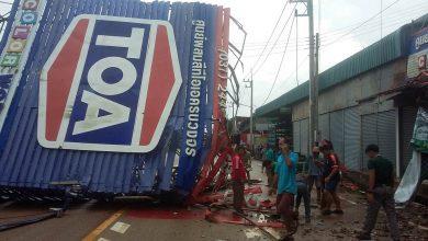 อาสาไทยยืนยัน Thai Reference ฝนหนักป้ายโฆษณาล้มขวางถนนตลาดบ้านแก้ง ไฟดับทั่วพื้นที่ สระแก้ว
