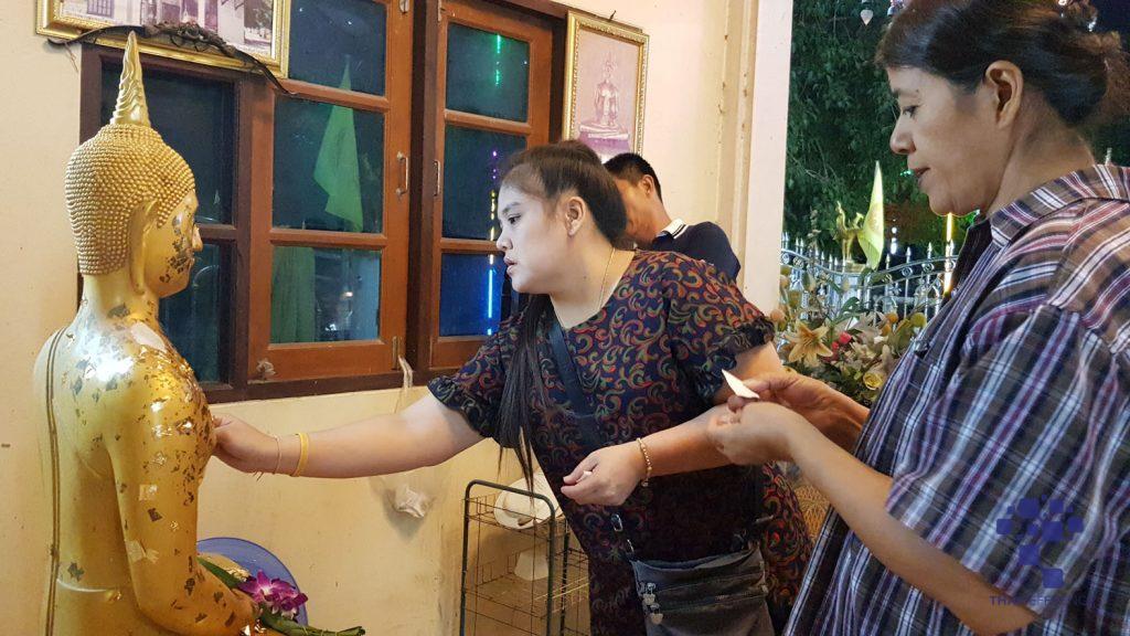 อาสาไทยยืนยัน Thai Reference สุพรรณบุรี แห่ลอยกระทงรอบโบสถ์วัดโภคารามแห่งแรกของภาคกลางคึกคัก